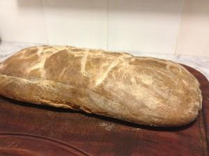 pane di grano duro (75% sfarinato di grano duro e 25% farro integrale) cotto a 240°C, con una crosta più spessa e scura