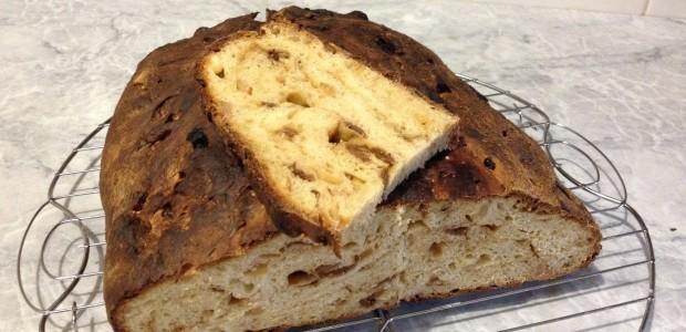 Pane dolce con fichi secchi e mandorle tostate